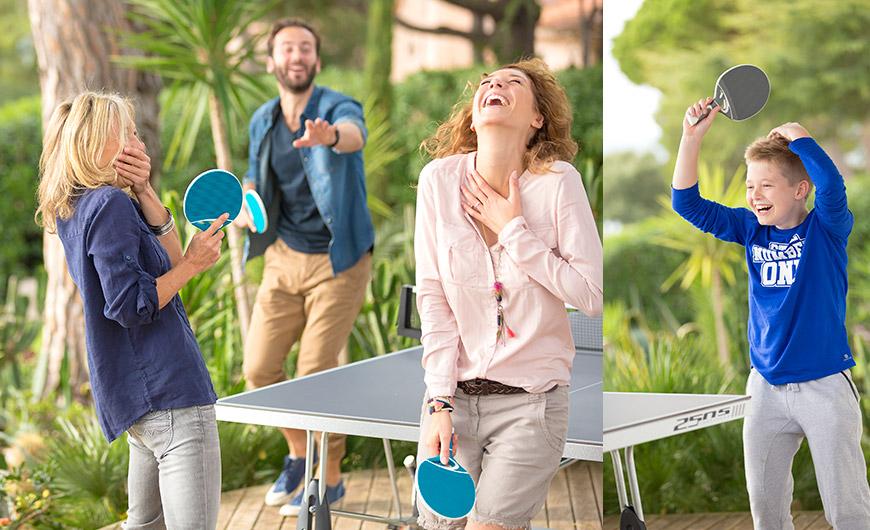 Jouer au tennis de table est amusant pour les adultes et les enfants