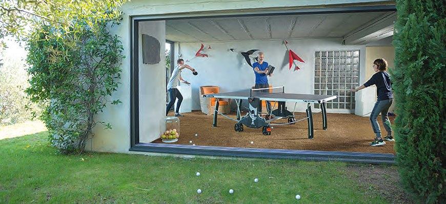 Eine Outdoor-Tischtennisplatte, auch für den Innenbereich geeignet